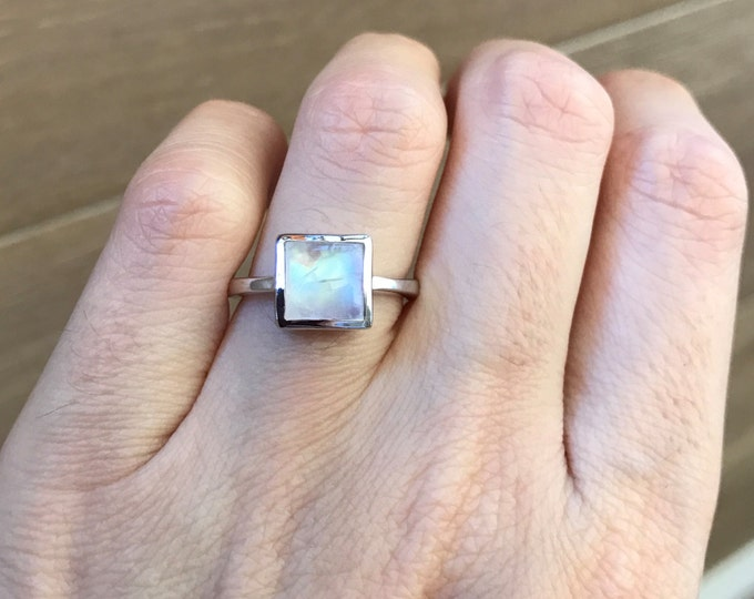 Princess Cut Moonstone Ring- Stackable Rainbow Moonstone Ring- Smooth Gemstone Sterling Silver Ring- Boho Midi Gypsy Ring- Square Shape Ring