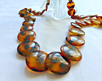 Classic Vintage Lucite Faux Tortoise Shell Graduated Disc Necklace