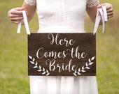Here Comes the Bride Sign - Boho Wedding Bride Sign with Laurels - Wood Wedding Sign