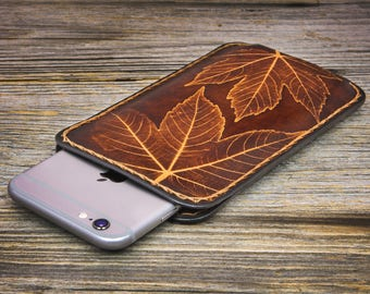 iPhone 7 Leather Case Leaves Impressed