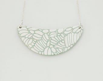 Necklace DAHLIA - Engraved gold leaf -