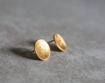 Small Gold Round Post Earrings , Hammered Tiny Circle Studs , Small Round Posts , Gold Circle Earrings ,Round Studs , Minimal Everyday Studs