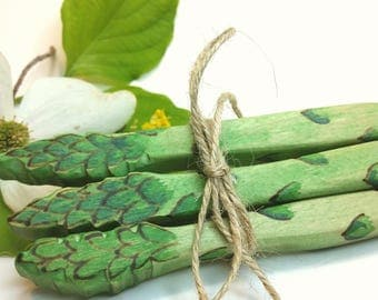 Wooden Asparagus Play Food // Waldorf Inspired Wooden Toy Produce for the Natural Play Kitchen // Play Food // Natural Easter Basket Gift