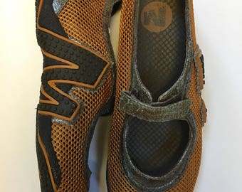 Walking shoes, mesh and leather, Size 8, famous maker, never worn, metallic leather, velcro strap, hiking shoes