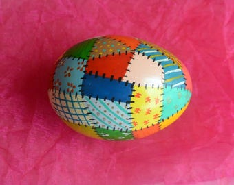 Patchwork Quilt Egg - Colorful Design, Chicken Egg Shell, Hand Painted - Vintage - Fabulous!