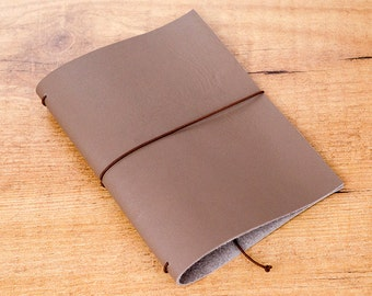 Handmade Leather Traveler's Notebook, Midori style in Passport / Pocket / A6 size - Taupe