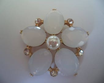 Vintage Unsigned Goldtone/Faux Opal Flower Brooch/Pin