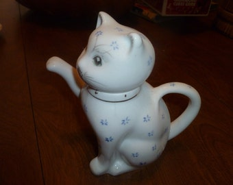 Cute Kitty Pitcher