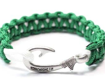 Slim Cobra Paracord Fish Hook Bracelet (Kelly Green & White)
