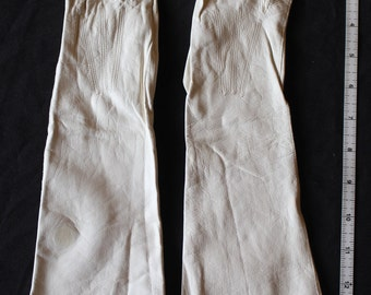 Vintage white leather gloves