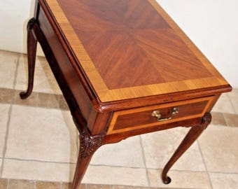 Thomasville Queen Anne Chippendale Mahogany Collection End Table with drawer