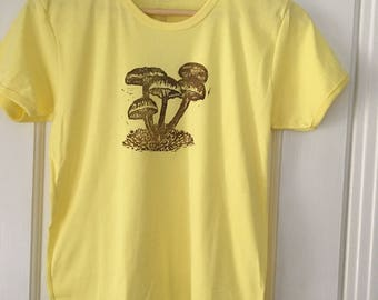 Short sleeve yellow mushroom tee shirt