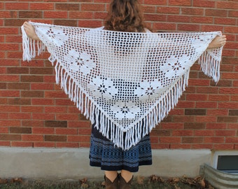Vintage 70s winter white crocheted shawl