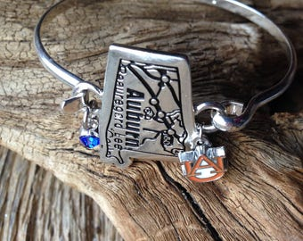Auburn University map bracelet with AU charm: silver bangle with Auburn coordinates, Auburn Tigers bracelet, Auburn jewelry, War Eagle