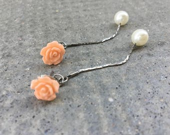 Earrings, flowers in resin flesh color with White Pearl