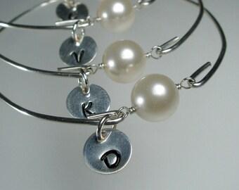 Set of 8 Bridesmaid Personalized Bangle Bracelet, Pearl Silver Bangle, Initial Bracelet, Personalized Jewelry, Bridesmaid Gift Idea  (M258S8