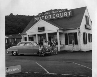 Vintage Photo..Skyline Parkway Motor Court, 1950's Original Found Photo, Vernacular Photography