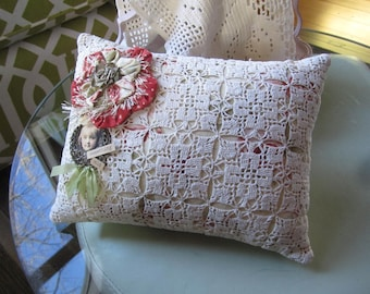 Vintage Lace Pillow - Old Fashioned Pillow - Vintage-style Pillow