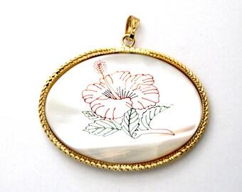 1x Vintage Mother of Pearl Floral Scrimshaw Oval Pendant - N048