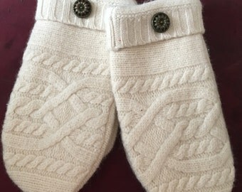 G20   Solid cream felted wool cableknit mittens  size kids medium