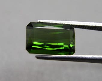 Tourmaline, green, about 2.35 ct, Verdelith
