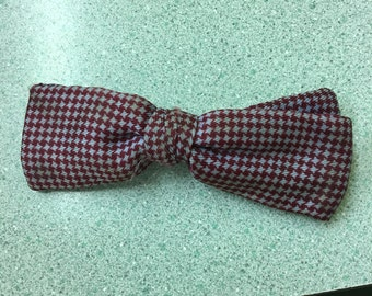 FREE SHIPPING Vintage Bow Tie Ormond Brand Burgundy & gray pattern 1950s very old clip bow tie
