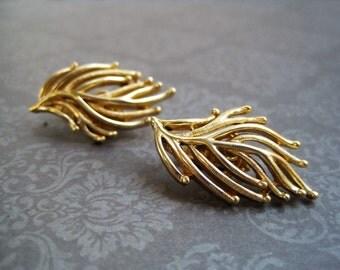 Crown Trifari Vintage Gold Tone Leaf Clip On Earrings