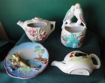 Vintage 40's 50's Lot Of 4 Assorted Pottery Kitchen Wall Pockets, Love Birds - Rooster - Alligator - Cup, Very Nice