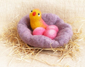 Easter Spring Decor Mama Bird with Three Eggs in a Nest, Needle Felted Bird with Eggs in Nest, Three Bird Nest, Easter Holiday Decoration