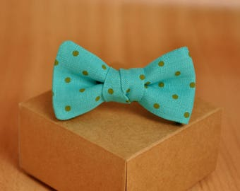 Kids Bow Tie in Turquoise Polka Dots. Boy Bow Tie