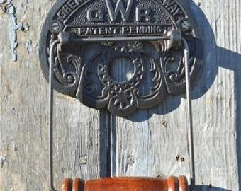 Vintage iron GWR Great Western Railway toilet roll holder wall mounted SIGWR