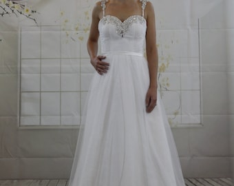 Decorative sweetheart neckline with detachable strap, Aline Lace Wedding dress