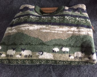 Vintage ugly sweat with sheep