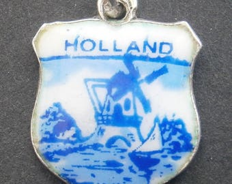 D31) A lovely intage collectable sterling silver enamel Holland Dutch Windmill souvenir bracelet charm