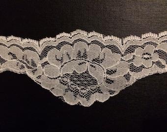 1 Yard of Large White Scalloped Lace