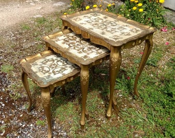Stylish set of three Italian Florentine side tables, nest of three gold coffee tables, made in Italy.