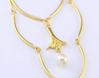 Gold vintage necklace, gold wedding necklace, long gold and pearl necklace, lotus flower necklace, vintage jewelry, wedding jewelry, elegant