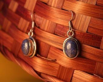 Sawantje, earrings with Lapis Lazuli set in Tibetan silver