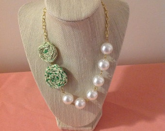 Simple Pearl Rosette Necklace
