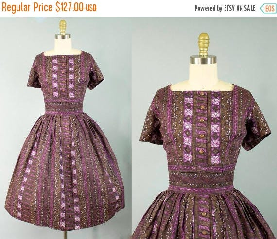 SALE 15% STOREWIDE 1950s patterned cotton dress/ 50s brown and purple short sleeve sundress/ medium
