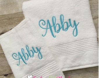 Monogrammed Towel, Monogrammed Bath Towel, Personalized Bath Towel, Personalized Wedding Gift, Monogrammed Grad Gift