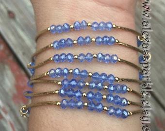 Cloudy Skies bracelets with gold plated charms - Semanario color cielo nublado con dijes de chapa de oro