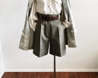 vintage high waisted shorts size 6 / khaki shorts / linen shorts / pleated shorts / green shorts / ramie shorts / preppy shorts / tomoboy