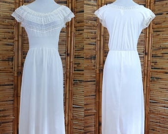 1950s White Lace and Nylon Ballet Tea Length Bridal Nightgown - Extra Small/Small