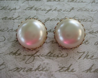 faux pearl round clip on earrings, vintage gold tone, Vintage Earrings, Vintage jewelry, reclaimed jewelry, gift for her, eco friendly