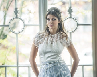 Delicate vintage teardrop lace wedding cape. White lace cover-up. Embroidered boho tulle caplet. Winter wedding shrug. Romantic bridal cape.