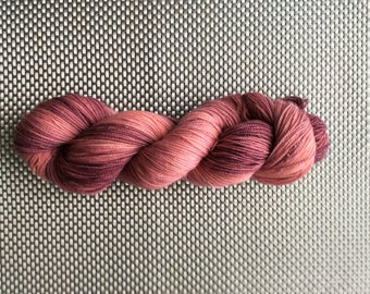 Aphrodite V.2, hand, dyed wool down gradients of old rose, size hot, BFL (Blue Faced Leicester) and Nylon, 115g / 365 m
