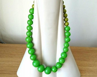 Vintage Necklace Green Beaded Necklace Retro Chunky Screw Clasp