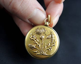 """Pensionable pendant """"thistle flowers"""" in orr - nineteenth century / / / Antique french 18Kt gold locket with cardoon flowers - 19th century"""