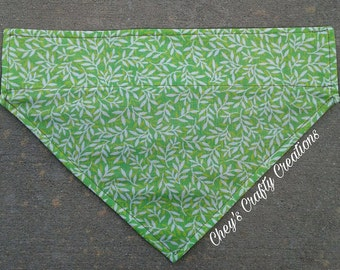 Pet Bandanna- Green Grass (M)